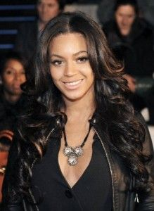 Beyonce styling super dark locks